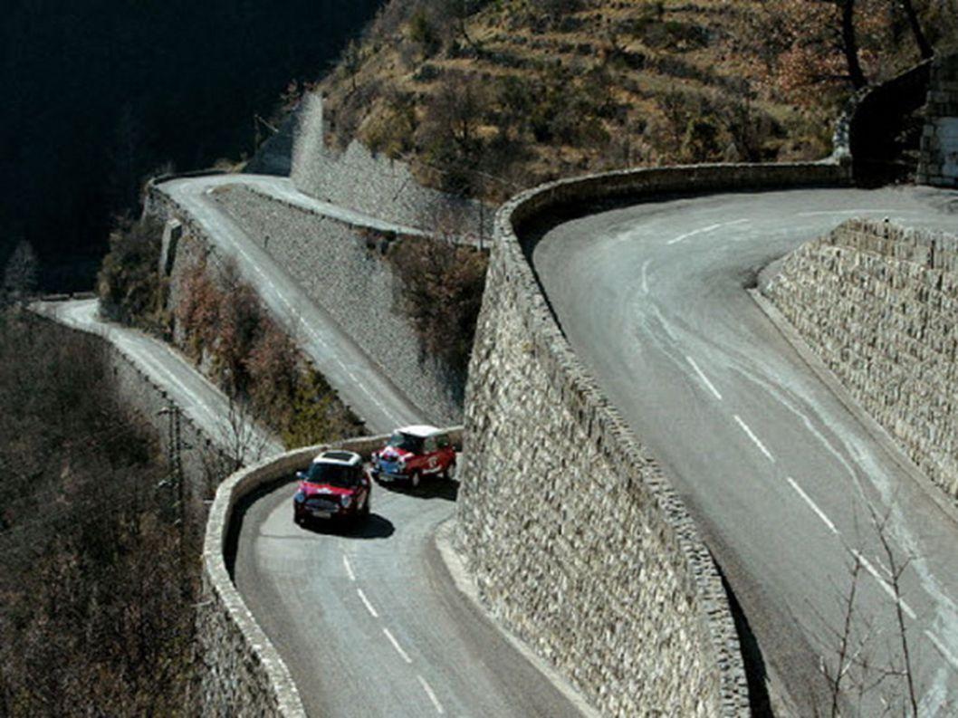 5.Col de Turini – Francja Przełęcz w południowej części francuskich Alp, położona prawie 2km ponad poziomem morza. Rokrocznie odbywa się tutaj jeden z