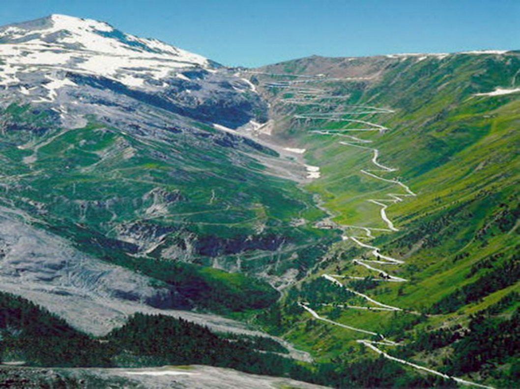 2.Przełęcz Stelvio – Włochy Oprócz Norwegii i Szwajcarii, jak zapewne zauważyliście po raz kolejny powtarzają się Alpy. Droga łączy miasta Valtellina