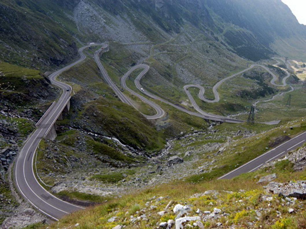 1.Transfagarasan - Rumunia To najwyżej położona droga w Rumunii praktycznie bez żadnych barierek. Jeden zły ruch i nas nie ma. Została wybudowana na p