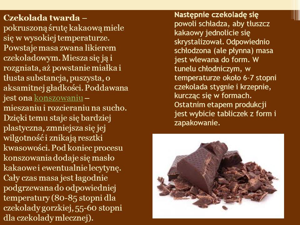 Następnie czekoladę się powoli schładza, aby tłuszcz kakaowy jednolicie się skrystalizował.