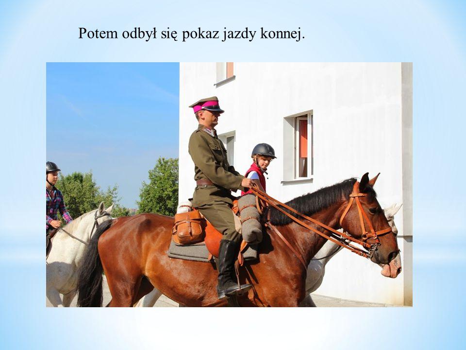 Potem odbył się pokaz jazdy konnej.
