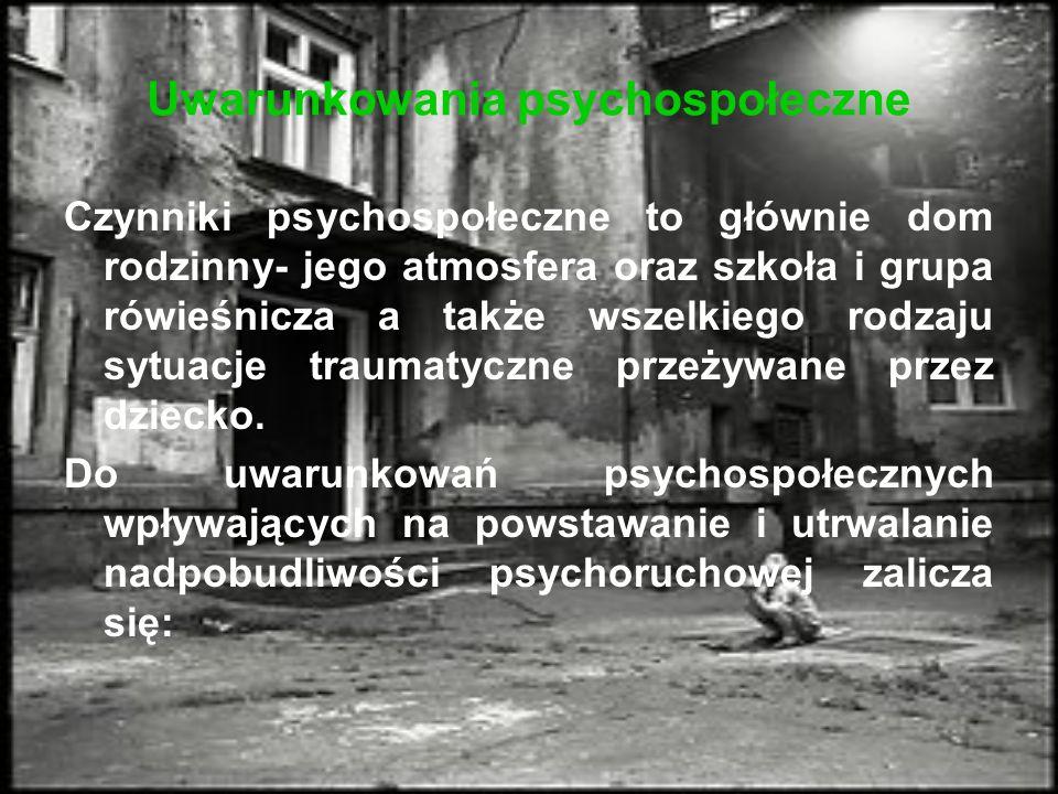 Uwarunkowania psychospołeczne Czynniki psychospołeczne to głównie dom rodzinny- jego atmosfera oraz szkoła i grupa rówieśnicza a także wszelkiego rodzaju sytuacje traumatyczne przeżywane przez dziecko.