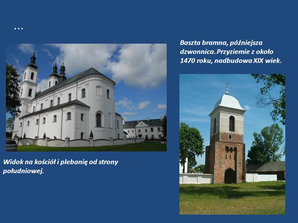 Baszta bramna, późniejsza dzwonnica. Przyziemie z około 1470 roku, nadbudowa XIX wiek. Widok na kościół i plebanię od strony południowej....
