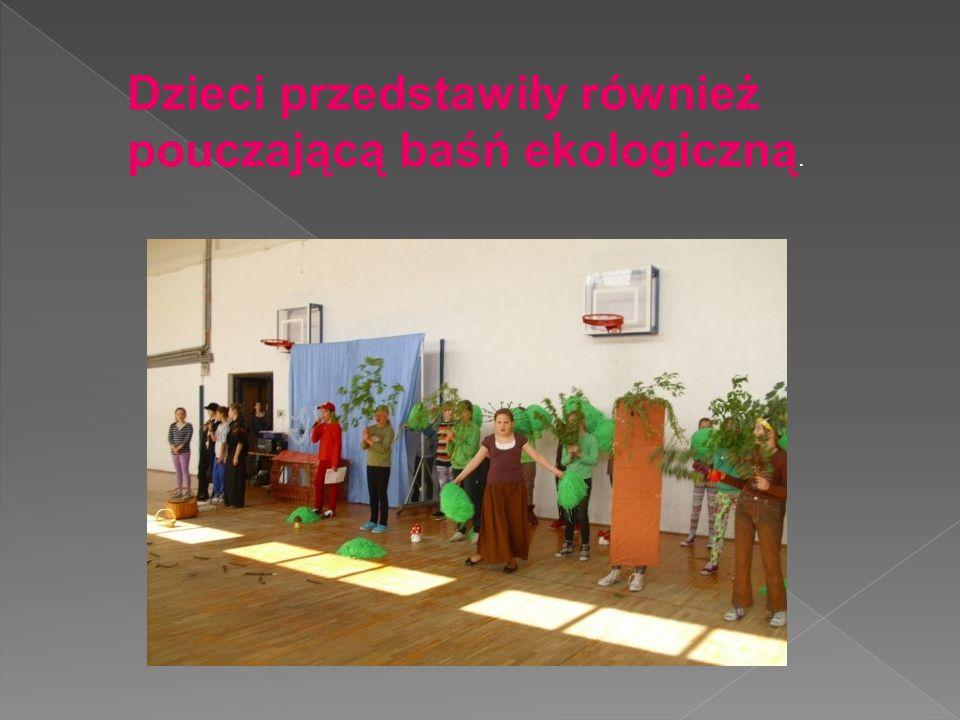 Dzieci przedstawiły również pouczającą baśń ekologiczną.
