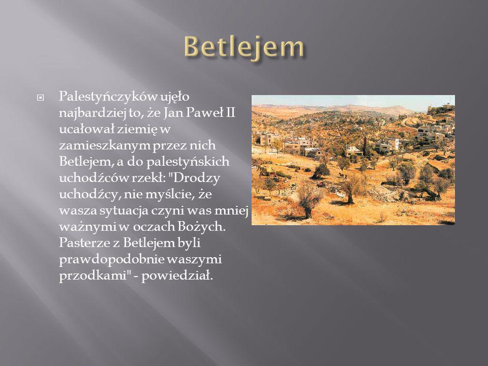  Palestyńczyków ujęło najbardziej to, że Jan Paweł II ucałował ziemię w zamieszkanym przez nich Betlejem, a do palestyńskich uchodźców rzekł: