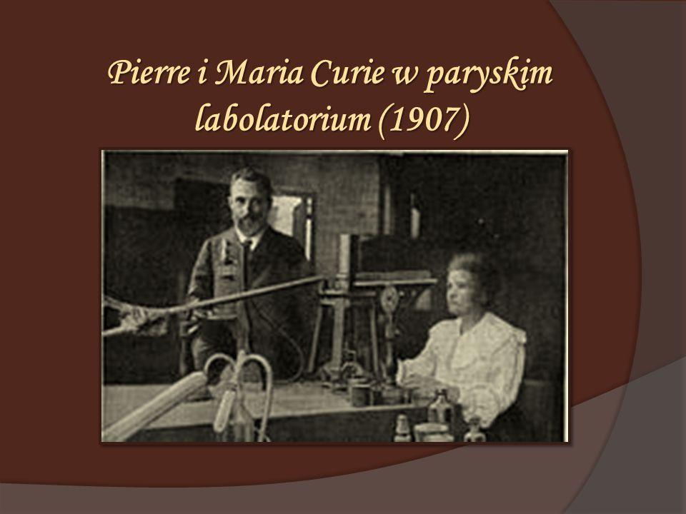 Pierre i Maria Curie w paryskim labolatorium (1907)