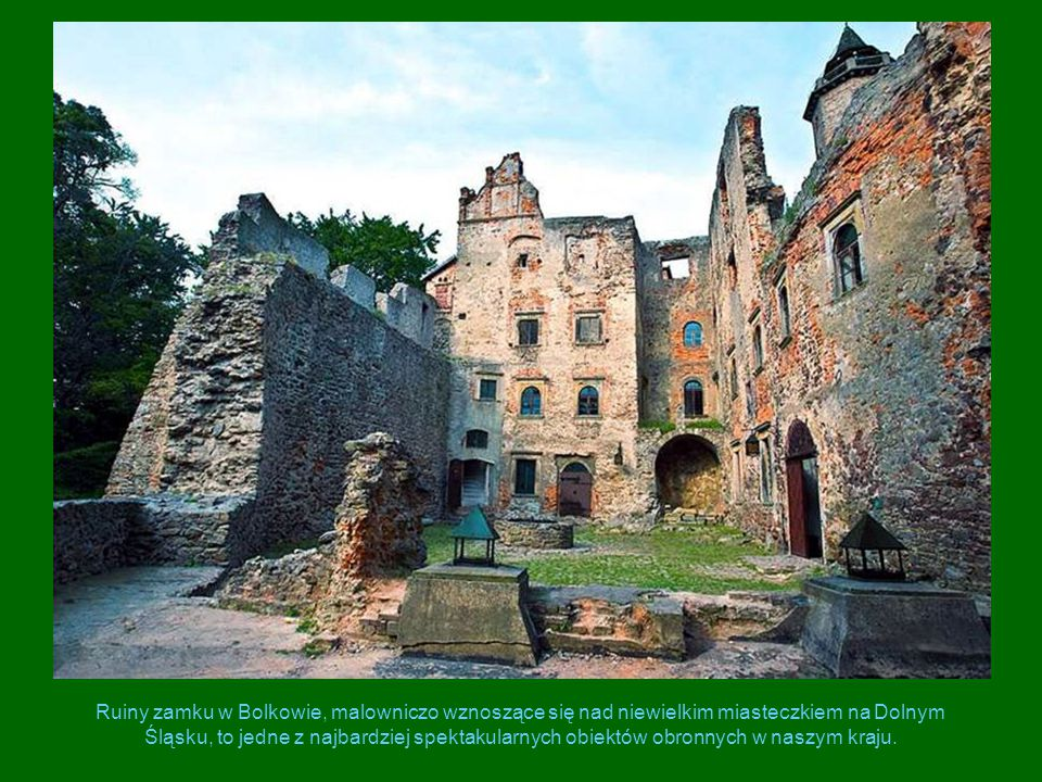 Ruiny zamku w Bolkowie, malowniczo wznoszące się nad niewielkim miasteczkiem na Dolnym Śląsku, to jedne z najbardziej spektakularnych obiektów obronny