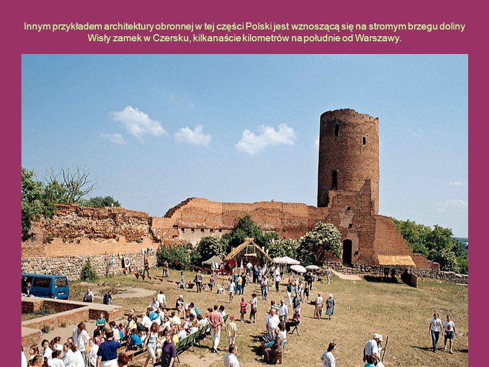 Innym przykładem architektury obronnej w tej części Polski jest wznoszącą się na stromym brzegu doliny Wisły zamek w Czersku, kilkanaście kilometrów n