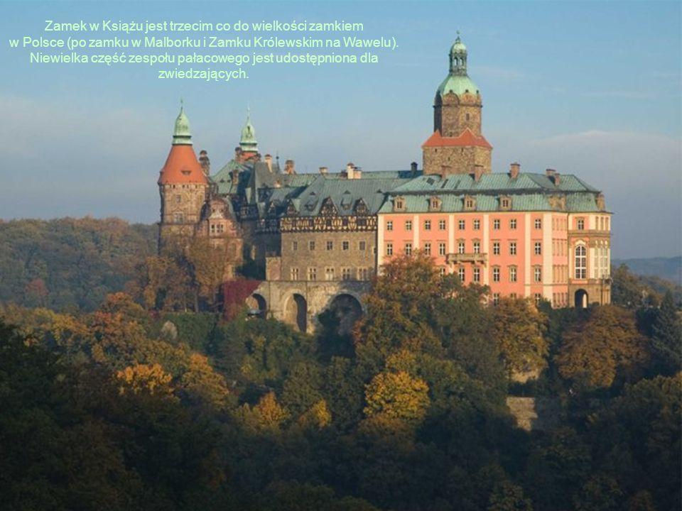 Zamek w Książu jest trzecim co do wielkości zamkiem w Polsce (po zamku w Malborku i Zamku Królewskim na Wawelu). Niewielka część zespołu pałacowego je