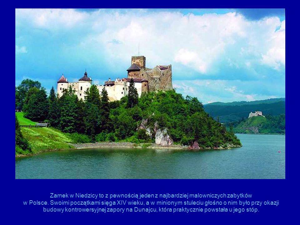 Zamek w Niedzicy to z pewnością jeden z najbardziej malowniczych zabytków w Polsce. Swoimi początkami sięga XIV wieku, a w minionym stuleciu głośno o