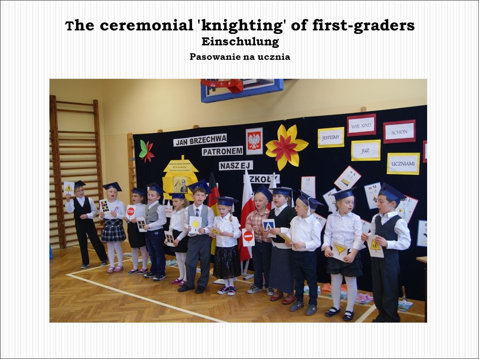 T he ceremonial 'knighting' of first-graders Einschulung Pasowanie na ucznia
