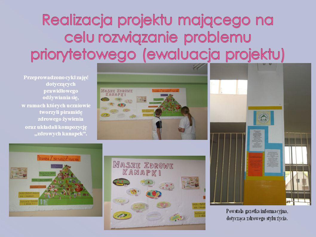Przeprowadzono cykl zajęć dotyczących prawidłowego odżywiania się, w ramach których uczniowie tworzyli piramidę zdrowego żywienia oraz układali kompoz