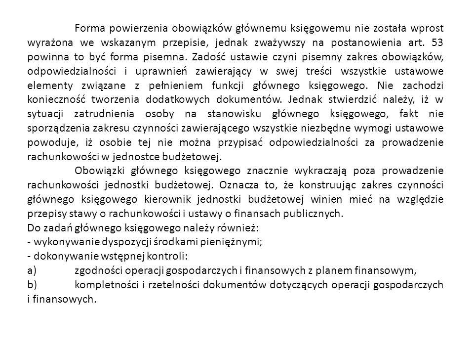 Forma powierzenia obowiązków głównemu księgowemu nie została wprost wyrażona we wskazanym przepisie, jednak zważywszy na postanowienia art. 53 powinna