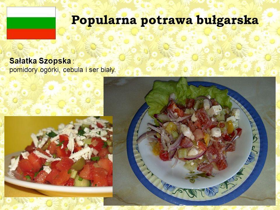Popularna potrawa bułgarska Sałatka Szopska : pomidory ogórki, cebula i ser biały.