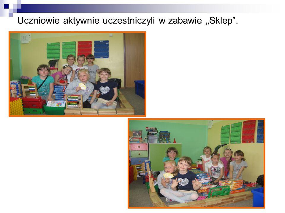 """Uczniowie aktywnie uczestniczyli w zabawie """"Sklep ."""