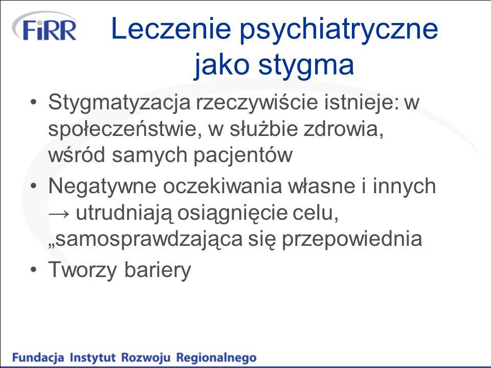 """Leczenie psychiatryczne jako stygma Stygmatyzacja rzeczywiście istnieje: w społeczeństwie, w służbie zdrowia, wśród samych pacjentów Negatywne oczekiwania własne i innych → utrudniają osiągnięcie celu, """"samosprawdzająca się przepowiednia Tworzy bariery"""