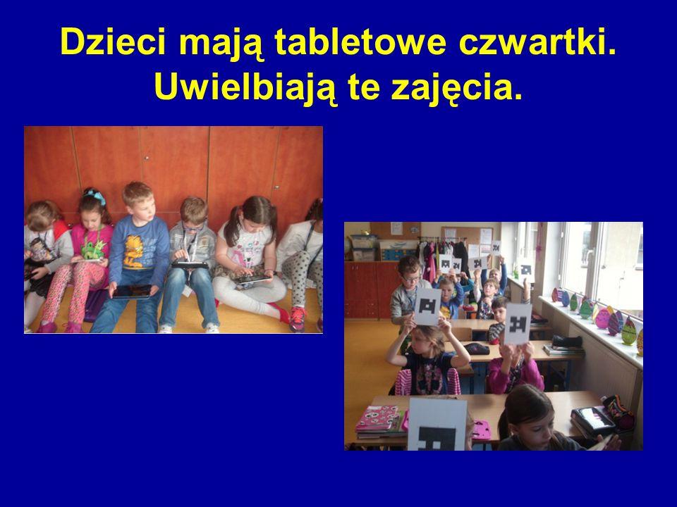 Dzieci mają tabletowe czwartki. Uwielbiają te zajęcia.