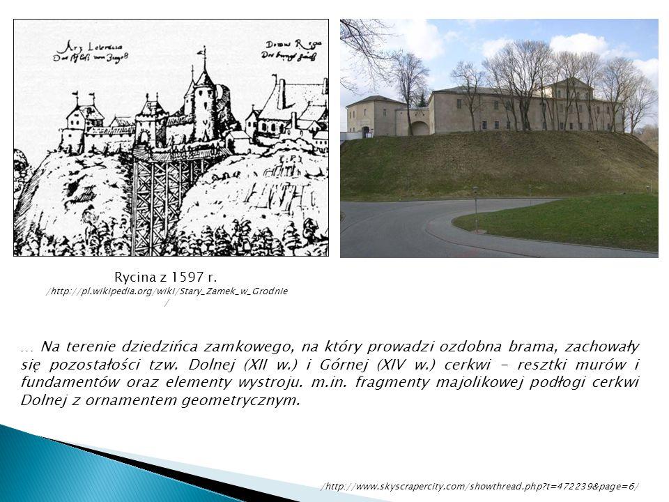 … Na terenie dziedzińca zamkowego, na który prowadzi ozdobna brama, zachowały się pozostałości tzw. Dolnej (XII w.) i Górnej (XIV w.) cerkwi - resztki