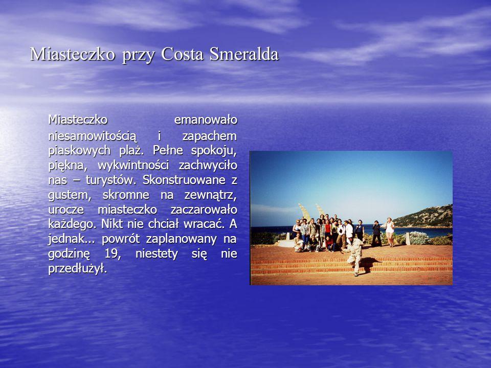 Miasteczko przy Costa Smeralda Miasteczko emanowało niesamowitością i zapachem piaskowych plaż.