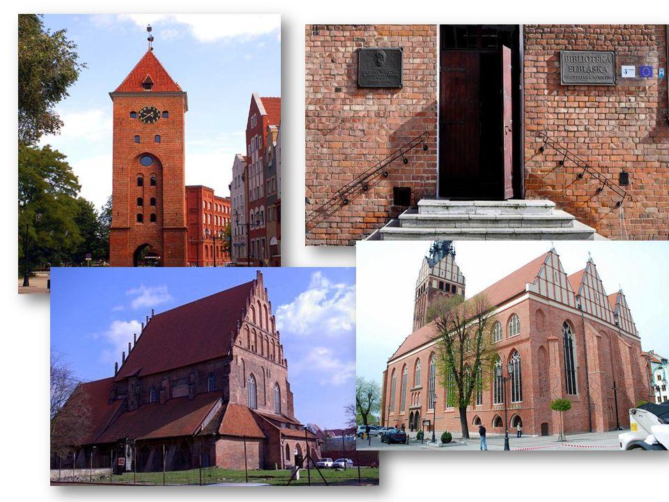 Jak oceniasz turystykę w Elblągu.Czy wielu turystów w twojej ocenie odwiedza miasto.