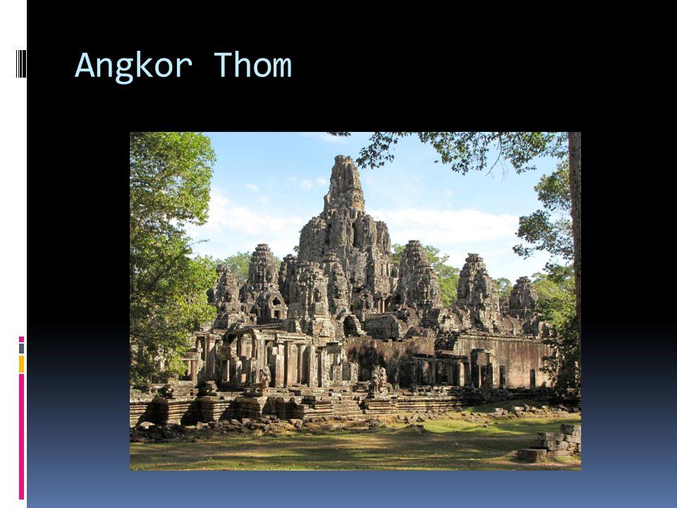 Phimeanakas  Kult nāga – wielogłowej kobry; bóstwa wody (Khmerowie od zawsze byli zależni od wody – Mekong, Tonle Sap); na szczycie Phimeanakas król obcował z nāgi ṇ ī – żeńską formą bóstwa