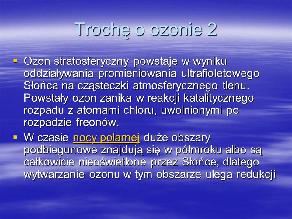Trochę o ozonie 2  Ozon stratosferyczny powstaje w wyniku oddziaływania promieniowania ultrafioletowego Słońca na cząsteczki atmosferycznego tlenu. P