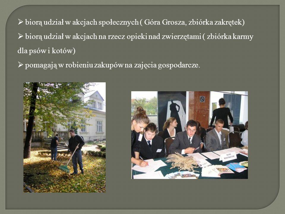 biorą udział w akcjach społecznych ( Góra Grosza, zbiórka zakrętek)  biorą udział w akcjach na rzecz opieki nad zwierzętami ( zbiórka karmy dla psów i kotów)  pomagają w robieniu zakupów na zajęcia gospodarcze.