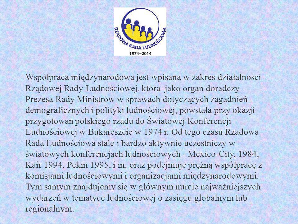 Współpraca międzynarodowa jest wpisana w zakres działalności Rządowej Rady Ludnościowej, która jako organ doradczy Prezesa Rady Ministrów w sprawach dotyczących zagadnień demograficznych i polityki ludnościowej, powstała przy okazji przygotowań polskiego rządu do Światowej Konferencji Ludnościowej w Bukareszcie w 1974 r.