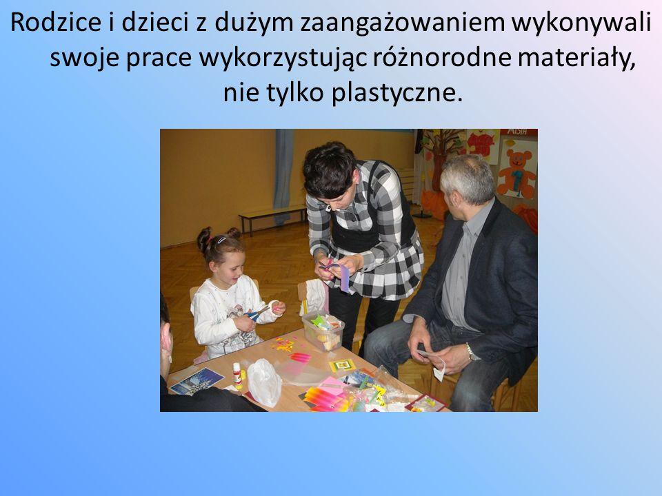 """Ogromnym zainteresowaniem cieszyły się """"Warsztaty plastyczne dla dzieci i rodziców , prowadzone przez mamę wychowanki."""