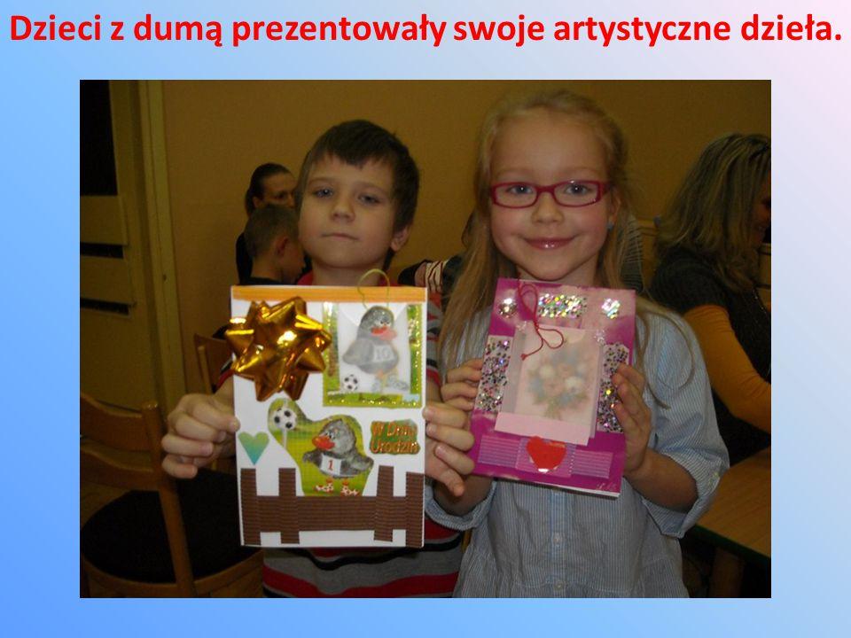 Rodzice i dzieci z dużym zaangażowaniem wykonywali swoje prace wykorzystując różnorodne materiały, nie tylko plastyczne.