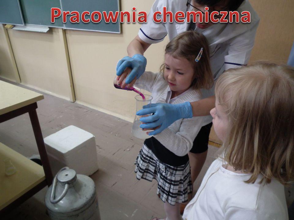 Odkrywaniu i rozwojowi uzdolnień technicznych i naukowych służą, prowadzone często przez profesjonalistów, zajęcia w laboratorium chemicznym.
