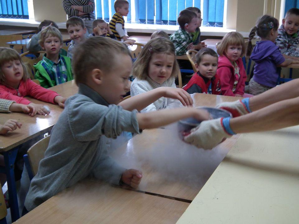 """Bardzo atrakcyjną formą promowania wszelkich osiągnięć dzieci jest przedszkolny konkurs """"TALENCIK ."""