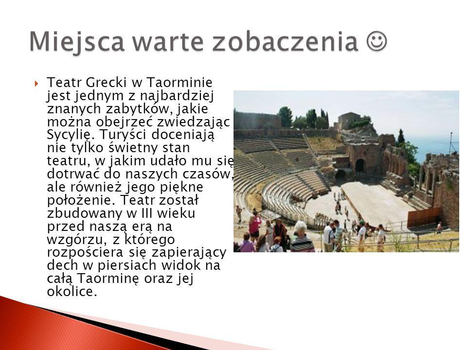  Teatr Grecki w Taorminie jest jednym z najbardziej znanych zabytków, jakie można obejrzeć zwiedzając Sycylię. Turyści doceniają nie tylko świetny st
