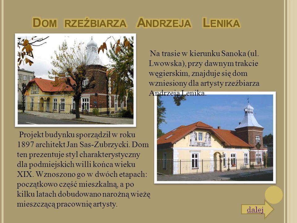 Na trasie w kierunku Sanoka (ul. Lwowska), przy dawnym trakcie węgierskim, znajduje się dom wzniesiony dla artysty rzeźbiarza Andrzeja Lenika. Projekt