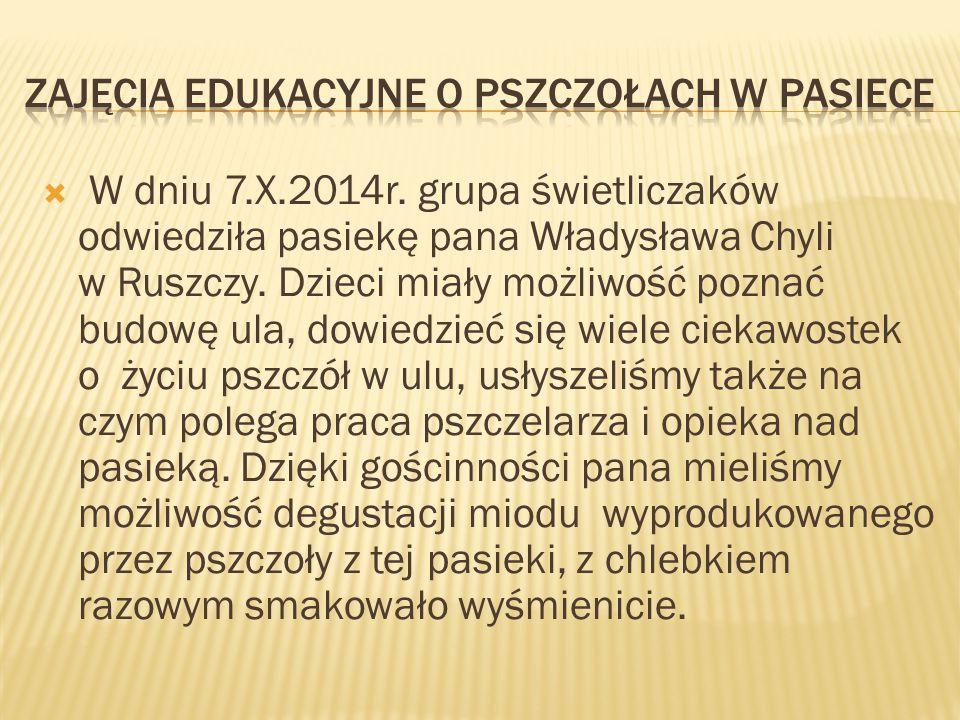  W dniu 7.X.2014r. grupa świetliczaków odwiedziła pasiekę pana Władysława Chyli w Ruszczy. Dzieci miały możliwość poznać budowę ula, dowiedzieć się w