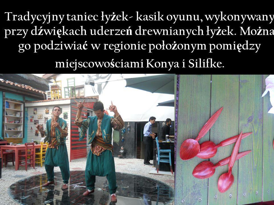Tradycyjny taniec ły ż ek- kasik oyunu, wykonywany przy d ź wi ę kach uderze ń drewnianych ły ż ek.