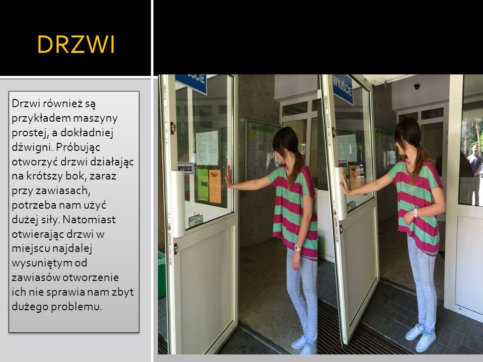 DRZWI Drzwi również są przykładem maszyny prostej, a dokładniej dźwigni. Próbując otworzyć drzwi działając na krótszy bok, zaraz przy zawiasach, potrz