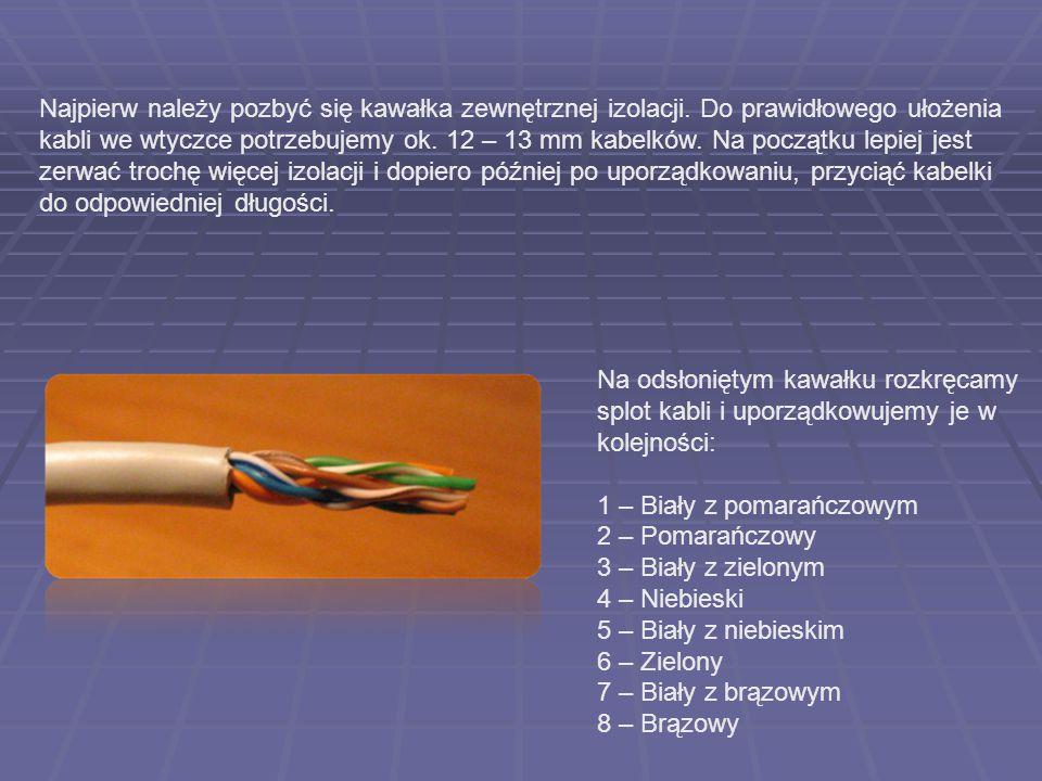Najpierw należy pozbyć się kawałka zewnętrznej izolacji. Do prawidłowego ułożenia kabli we wtyczce potrzebujemy ok. 12 – 13 mm kabelków. Na początku l