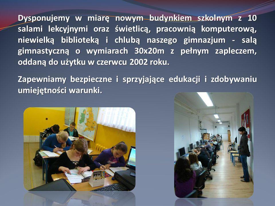 Dysponujemy w miarę nowym budynkiem szkolnym z 10 salami lekcyjnymi oraz świetlicą, pracownią komputerową, niewielką biblioteką i chlubą naszego gimnazjum - salą gimnastyczną o wymiarach 30x20m z pełnym zapleczem, oddaną do użytku w czerwcu 2002 roku.