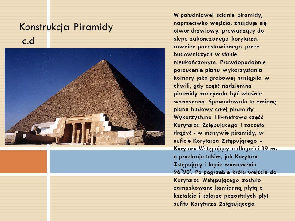 W południowej ścianie piramidy, naprzeciwko wejścia, znajduje się otwór drzwiowy, prowadzący do ślepo zakończonego korytarza, również pozostawionego p
