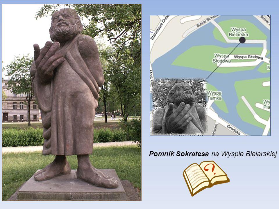 Pomnik Karola Linneusza (1707-1778) szwedzkiego przyrodnika Wybudowany został w 1871 roku, a jego odsłonięcie nastąpiło 23.V.1871 r. Jest to pomnik po