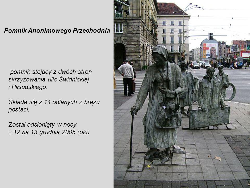 Fontanna przed Instytutem Niskich Temperatur Rzeźba, prawdopodobnie nimfy, uosabiającej siły przyrody i jej piękno (oficjalna nazwa brzmi:,,Kochankowi
