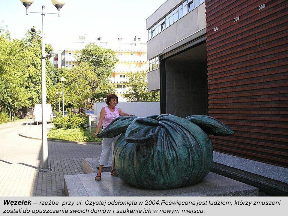 Powodzianka – pomnik autorstwa wrocławskiego rzeźbiarza Stanisława Wysockiego, został odsłonięty w pierwszą rocznicę powodzi. Upamiętnia wysiłek wrocł