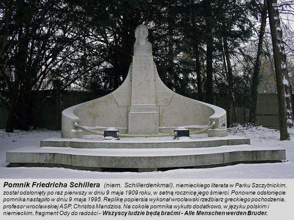 Pomnik Ofiar I Wojny Światowej Na dziedziniec między Ossolineum a Maciejówką wróciła po ponad 60 latach rzeźba Chrystusa autorstwa Theodora von Gosena.