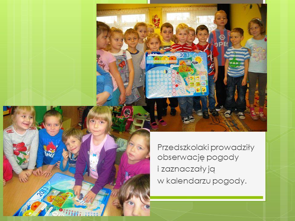 Przedszkolaki prowadziły obserwację pogody i zaznaczały ją w kalendarzu pogody.