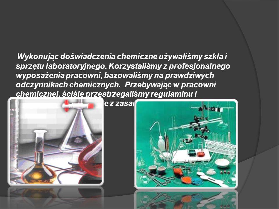 Wykonując doświadczenia chemiczne używaliśmy szkła i sprzętu laboratoryjnego. Korzystaliśmy z profesjonalnego wyposażenia pracowni, bazowaliśmy na pra