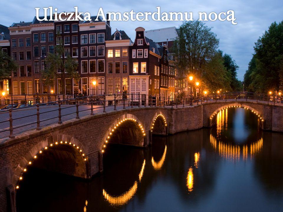 Holendrzy spo ż ywaj ą trzy posiłki dziennie: ś niadanie, lunch (mi ę dzy godzin ą 12 a 13) i ciepł ą kolacj ę (najcz ęś ciej o godzinie 18).