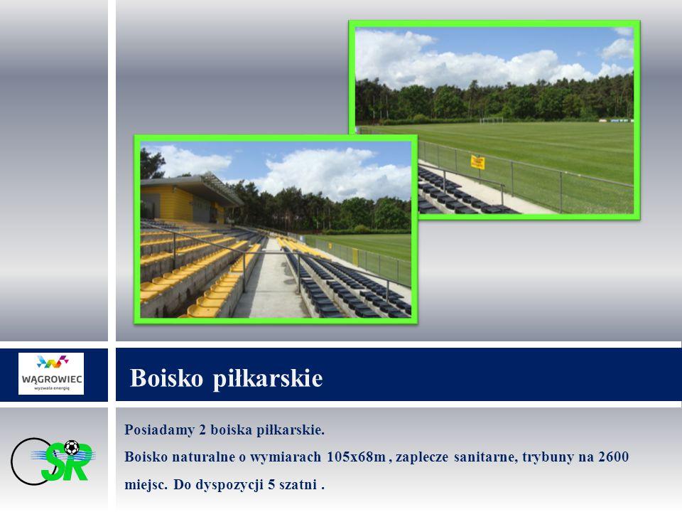Posiadamy 2 boiska piłkarskie. Boisko naturalne o wymiarach 105x68m, zaplecze sanitarne, trybuny na 2600 miejsc. Do dyspozycji 5 szatni. Boisko piłkar