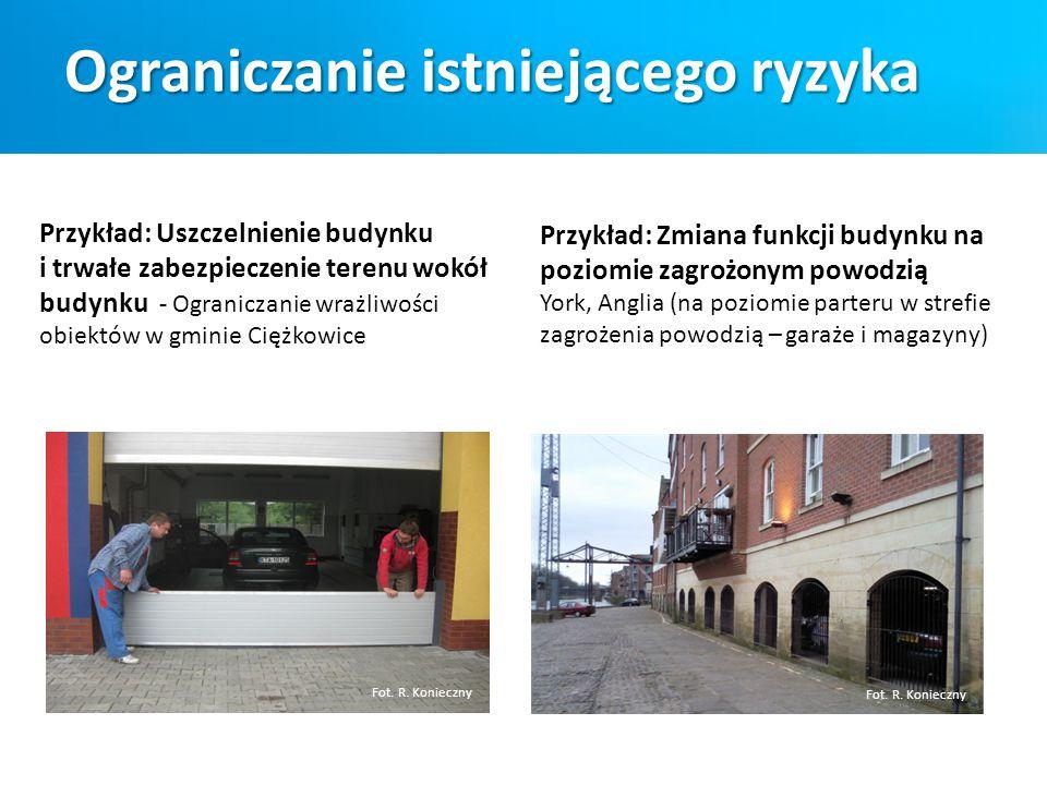 Przykład: Uszczelnienie budynku i trwałe zabezpieczenie terenu wokół budynku - Ograniczanie wrażliwości obiektów w gminie Ciężkowice Fot. R. Konieczny