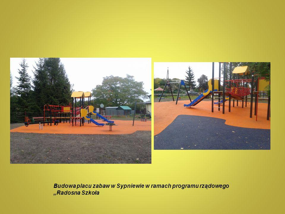 """Budowa placu zabaw w Sypniewie w ramach programu rządowego """"Radosna Szkoła"""